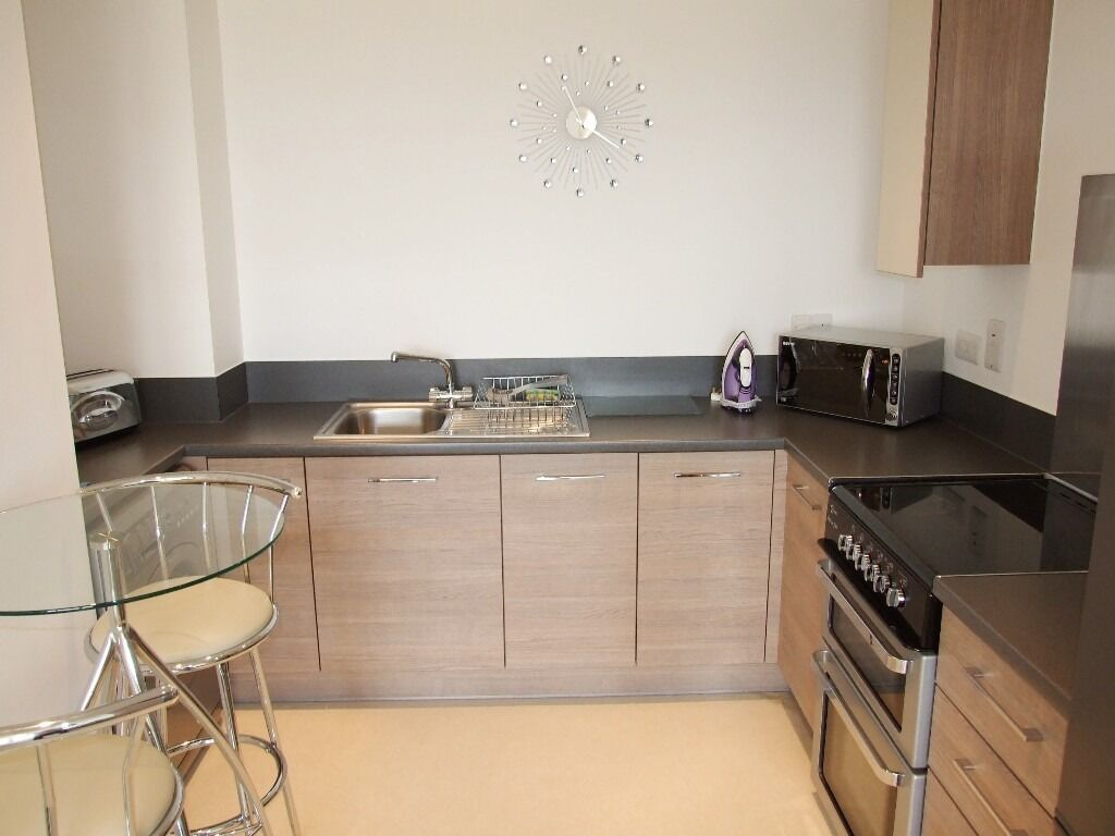 STUNNING ONE BEDROOM APARTMENT FOR RENT IN DOCKLANDS SOUTH QUAY - INC ALL BILLS