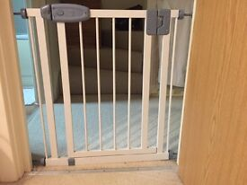 Safety gate from Tippitoes