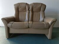 EKORNES STRESSLESS STYLE BEIGE LEATHER RECLINING SOFA / SETEE / SUITE DELIVERY AVAILABLE