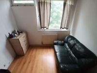 Big single room, bills included, close to Aldgate/Liverpool street