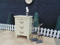 ABSOLUTELY STUNNING OAK BEDSIDE CABINET WITH A VINTAGE LOOK