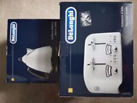 Brnd new delonghi toasyer and kettle