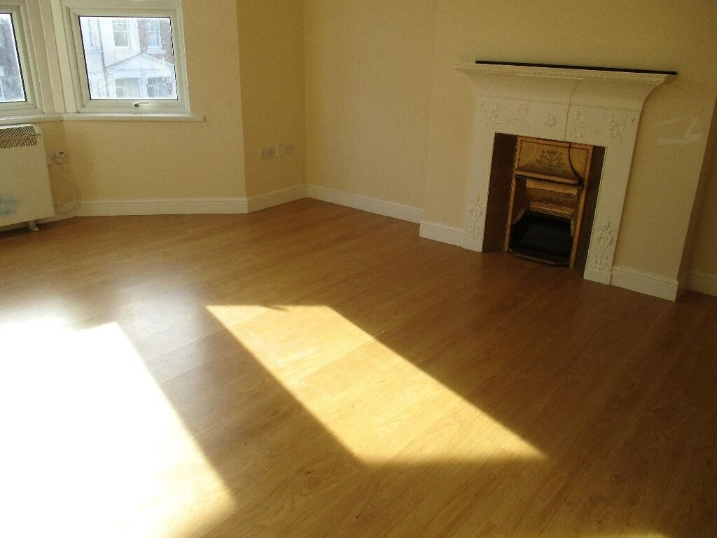 SUPER SPACIOUS 3 DOUBLE BEDROOM GARDEN FLAT IN BEST ROAD NEAR ZONE 2 TUBE, 24 HOUR BUSES