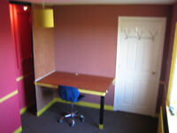 Room to rent in a tidy house with internet