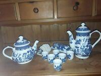 Blue willow breakfast pots