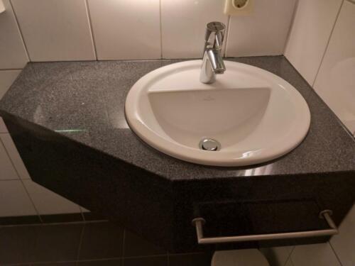Waschtisch aus Granit mit Waschbecken Villeroy + Boch