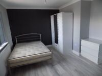 Luxury Studio Bedsit in Round Green Area, close to Town Centre and Train Station - Available Now