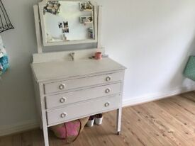 Shabby chic chest of drawers cream