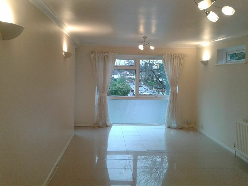 A top floor 2 bed apartment in immaculate condition. perfect location. available immediately.