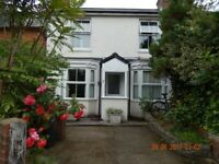 Double room in clean, quiet non smoking house in Romsey Centre