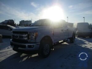 2017 Ford F-350 XLT Crew 4WD - 8' Long Box - Gas - Backup Cam