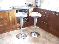 2 Bar stools