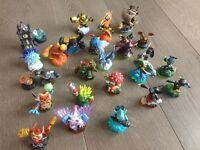 Bundle of Skylanders characters plus carry case