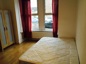 Master Bedroom to let in clean tidy house.