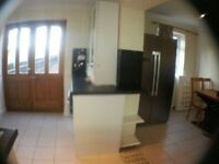 Large Spacious Room- beautiful house bills included & Wifi Internet train station in zone 3 single