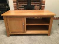 SOLID OAK TV UNIT IN EXCELLENT CONDITION