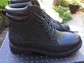 WORK BOOTS SIZE 9 BRAND NEW