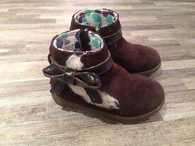 Children's UGG boots. Brown. Size 6.