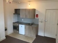 *EASTBOURNE* Spacious studio flat with modern kitchen moments from seafront, available now!