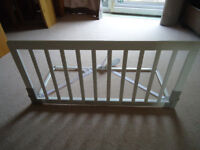 BabyDan Wooden Safety Protection Guard. 15 pounds O.N.O. !!!