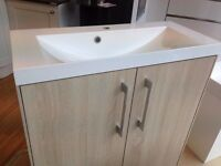 Ex-display R2 Agile 800mm wash unit including basin
