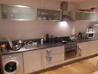 2 BED FLAT. VERY CHEAP. FIRST TO SEE WILL TAKE. VERY CLOSE TO CLAPHAM JUNCTION. MOVE IN NOW!