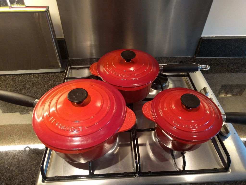 Le creuset cast iron saucepan set - Le Creuset Cast Iron Saucepan Set 3 Piece Set Volcanic Red