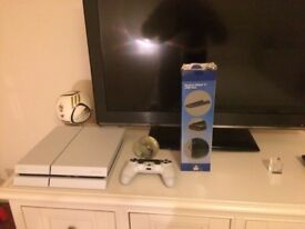 PS4 White 500gb with game and controller and stand and warranty 18 months old hardly used