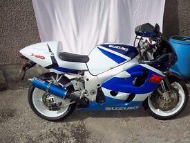 SUZUKI GSXR 750 X . [1999]. white blue . 749 cc. 10,000 miles.