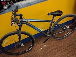 Magnifique vélo de montagne de marque Treck, model xcalibur5, Taille Small, en super bon état pour seulement 199.99$!! (