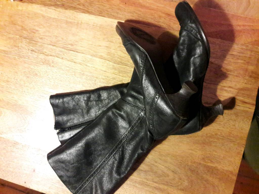 Dark grey Vagabond knee high leather boots, low