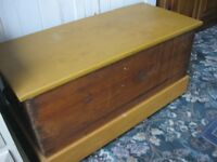 VINTAGE SOLID PINE BLANKET BOX / TOY CHEST / COFFEE TABLE. VIEWING/DELIVERY AVAILABLE