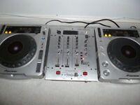 2x PIONEER CDJ 800 MK2 & NEW BEHRINGER DX626 MIXER