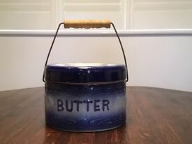 Old world style biscuit barrel in excellent condition