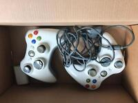 2 x Xbox 360 Controllers & Live Cam