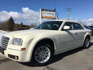 2009 Chrysler 300 Touring Dual Zone Air! Pwr Seats! Fog Lights