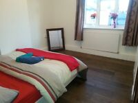 3 Double Room with a great Garden/ All Saints/Canary Wharf Area