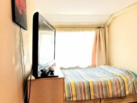 Luxury large room, 3min Tube ,TV, Very Clean, Fibre Optic, Nespresso Machine, EU AU, CA preferred