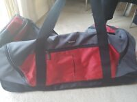 Samsonite large travel bag with wheels excellent condition
