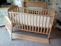 EXCELLENT Condition MAMAS AND PAPAS COTBED PLUS unused Mattress