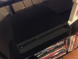 PLAYSTATION 4 SLIM +3 games and added extras