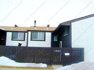 BEAUTIFUL 3-BDRM TOWNHOUSE IN MENISA MILLWOODS