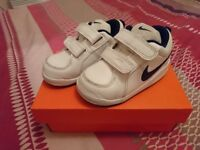 Nike Infant Size 5 White Trainers