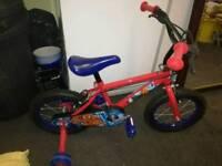 Halfords Spiderman kids boy's bike 14 in with stabilizes