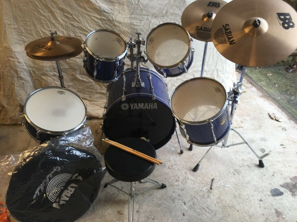 YAMAHA STAGE CUSTOM ADVANTAGE DRUM KIT WITH SABIAN CYMBALS, IMMACULATE CONDITION VERY LITTLE USE.
