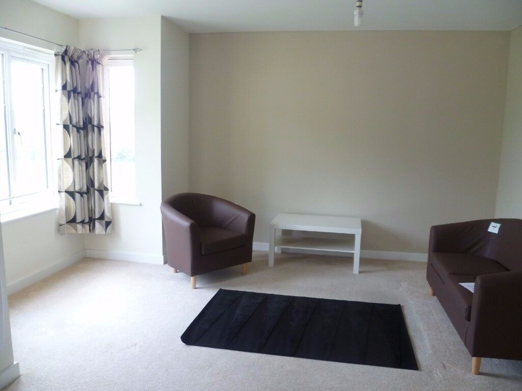 2 Bed 2 Bath 1st Floor Apartment Fully Furnished. Available between 15/12/17 to 20/12/17