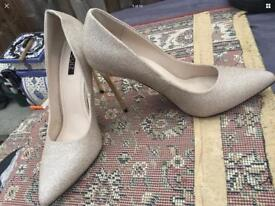 Quiz Ladies Heels Shoes, Gold colour  Size 7/40  Used One time  V,good condition £5