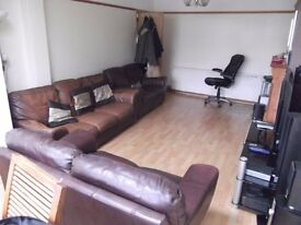 DOUBLE ROOM WITH DOUBLE BED FULLY FURNISHED ALL BILLS INCLUDED A BIG ROOM CLEANER INCLUDED!!!