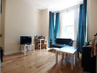 A modern & bright 2 double bedroom flat close to Wood Green High Street & Turnpike Lane station