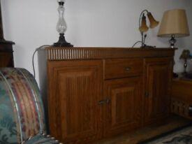 Medium oak sideboard